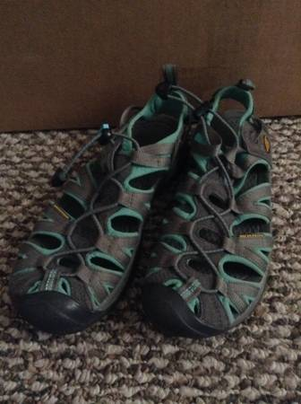 Photo REDUCED Keen sandals womens - $20 (Midtown)