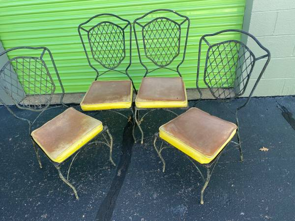 Photo Set of 4 shield back wrought iron patio chairs - $100 (Memphis)