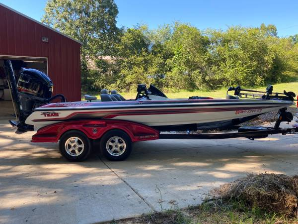 Photo Skeeter FX 20 - $37,500 (Olive Branch)