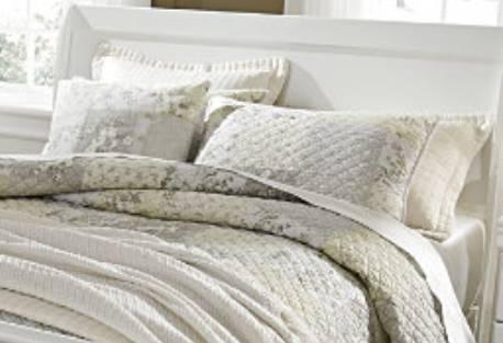 Photo White Queen Sleigh Bed - $400 (Cordova)