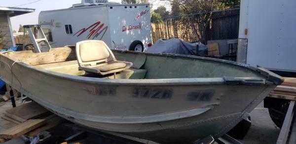 Photo 12 foot aluminum Sears fishing boat gamefisher - $350 (South Sacramento)