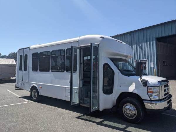 Photo 2012 Ford E-450 Starcraft Shuttle Bus - $14,555 (Arcata, CA)