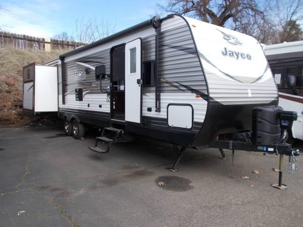 Photo 2018 Jayco travel trailer 3639, triple slide bunk house, sleeps 10 - $29950 (Lower Lake)