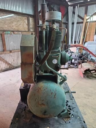 Photo Air compressor, chain saw, plasma cutter (Lakeport, CA)