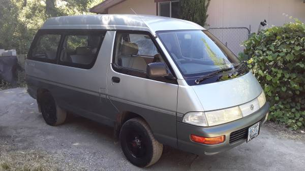 Photo Awesome Toyota 4x4 diesel van hilux 25mpg seats 7 high roof - $10,500 (Dos Rios)