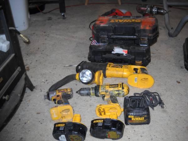Photo DEWALT TOOLS 9 tools 18 volt - $105 (somerset)