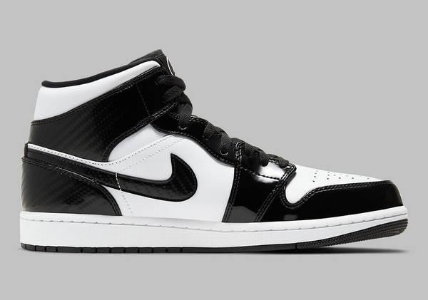 Photo DS Nike Air Jordan 1 Mid SE All Star Weekend Black White Carbon Fiber - $175 (Elk Grove)