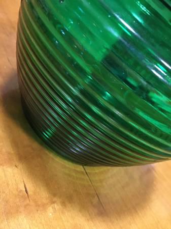 Photo Depression glass emerald green vase. - $20 (ukiah)