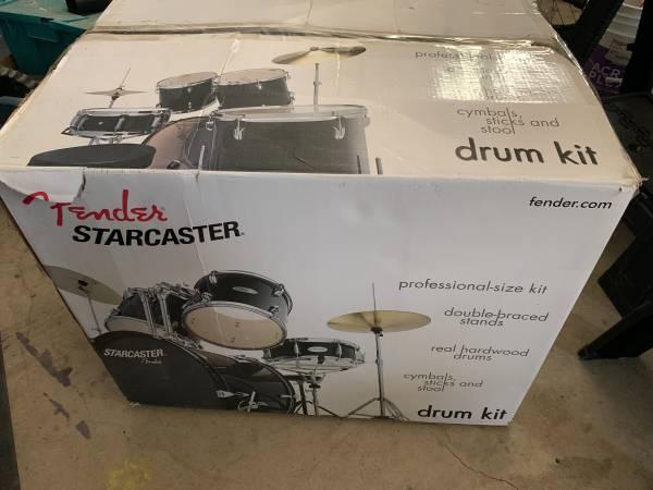 Photo Drum Set Starcaster by Fender - $150 (Lakeport)