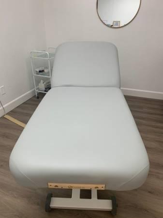 Photo Earthlite Electric Massage Table Set - $1000 (Santa Rosa)