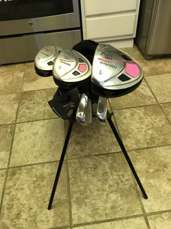 Photo Girls Top Flight Golf Club set with bag - $80