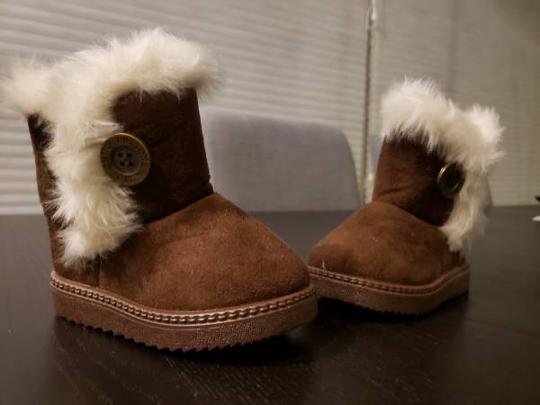 Photo NEW Toddler Girls US 6 Euro 22 brown winter boots shoes NEW - $10 (Davis)