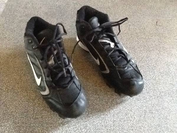 Photo Nike Football Cleats Size 10 - $20 (Greenhaven Sacramento)