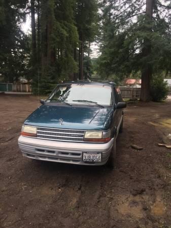 Photo Plymouth Voyager - $1800 (Ukiah)