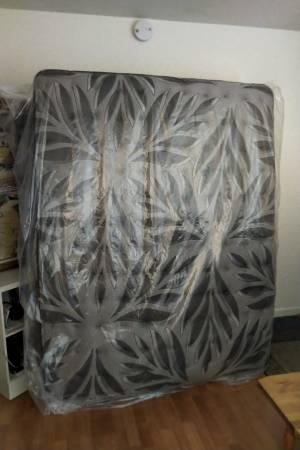 Photo Sealy Queen Mattress (firm) almost new - $600 (Ukiah)