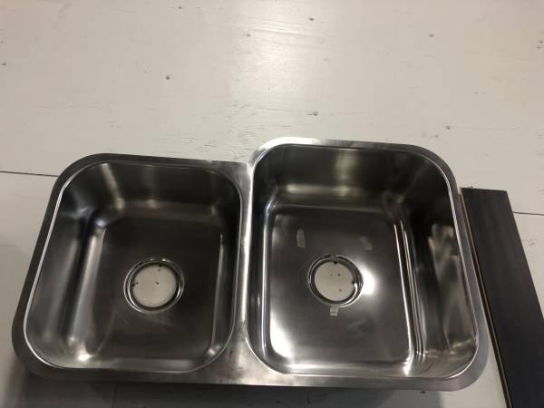 Photo Stainless Steel kitchen sink $59.00Each (Elder Creek Road)