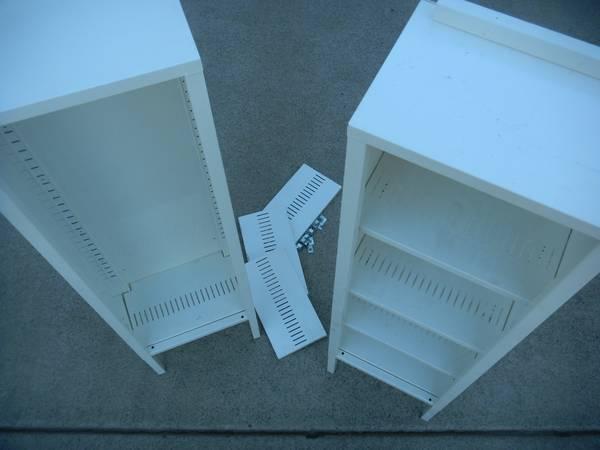 Photo Tiny white steel shelves (Elk Grove)
