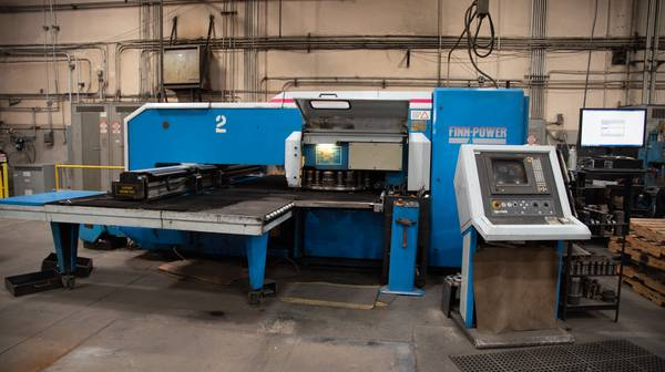 Photo Used FinnPower 22 Ton CNC Turret Punching Machine w Lots of Tools - $14,990 (CA)