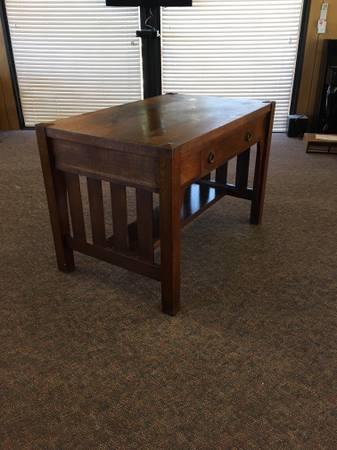 Photo Vintage Oak Mission Style Library Table - $325 (Kelseyville)