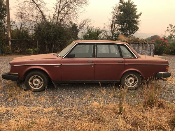 Photo Volvo 240 GL - $750 (Ukiah)