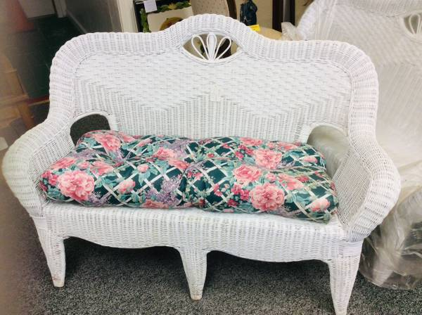 Photo White Wicker Loveseat with Cushion - $125 (Upper Lake)