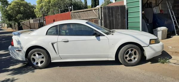 Photo 2004 Mustang - $2,500 (Los Banos)