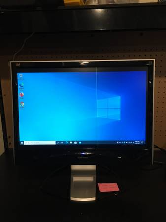 Photo 22 inch Computer monitor with a line in it - $30 (Fresno)