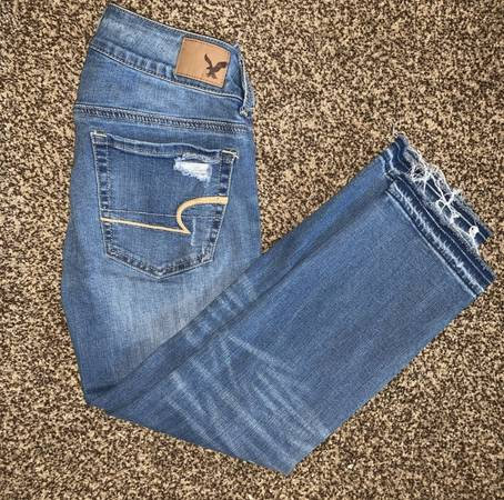 Photo American Eagle jeans size 2 - $10 (Merced)