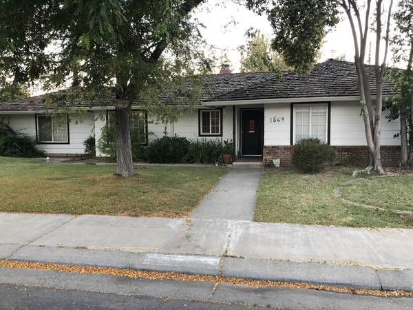 Photo Beautiful Los Banos South-side Home for Rent- 3 Bed2 Bath