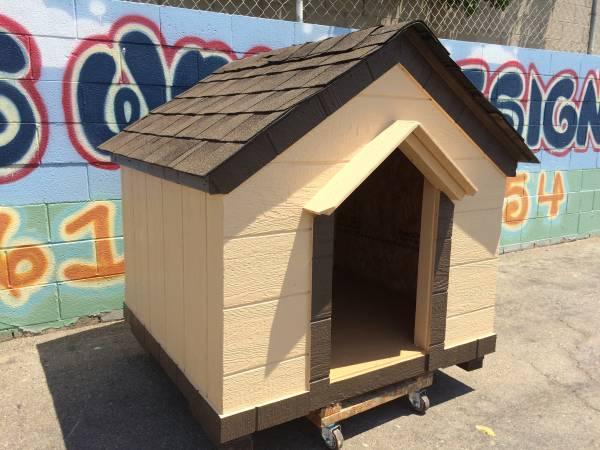 Photo Dog house cabin style with delivery - $450 (Tulare, Visalia, Fresno)