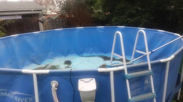 Photo Free 1839 Round Above Ground Pool (liner leaks, pump is new) (Visalia)
