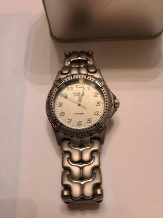 Photo Men39s Fossil platinum bracelet watch with silver face for sale - $25 (Fowler, CA)