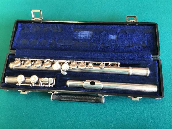 Photo Old Armstrong Flute. Approximately 1960 - $80 (Hughson)