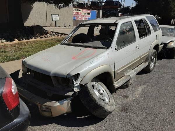Photo PARTING OUT 1999 INFINITI QX4  AUTO PARTS - $1 (Rancho Cordova)