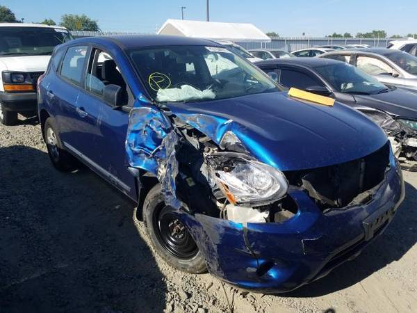 Photo PARTING OUT 2011 NISSAN ROGUE  AUTO PARTS - $1 (Rancho Cordova)