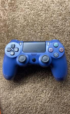 Photo Ps4 controller - $35 (Los Banos)