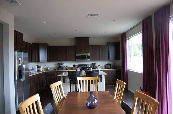 Photo SHORT TERM, Room for rent in 3000 sq ft. house (North Stockton)