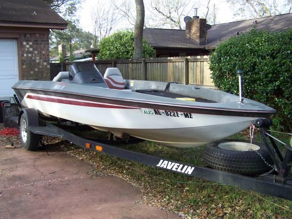 Photo 1839 Bass Tracker Tourney Boat, needs motor, Trades - $695 (Lillian)