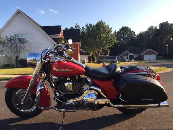 Photo 2004 Harley Davidson road king custom - $5,999 (Hillcrest)