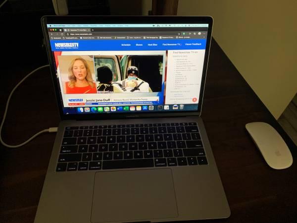 Photo 2017 MacBook Pro 13 Inch - $800 (Richland)