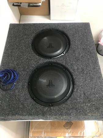 Photo Custom Speaker Box with 2 x 10quot JL Audio 10 Subswoofers - $350 (Biloxi, MS)