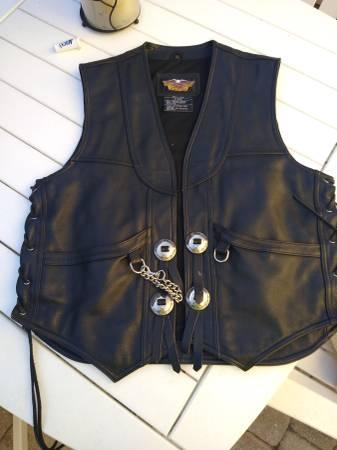 Photo Mens Harley Davidson leather vest - $50 (Foley)