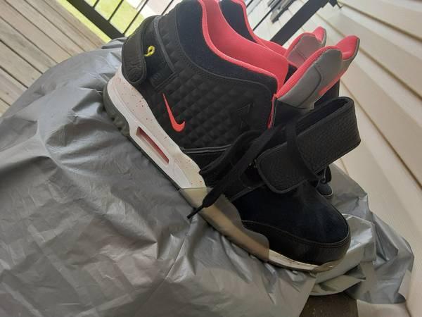 Photo Mens Nike size 12 - $60 (Flowood)
