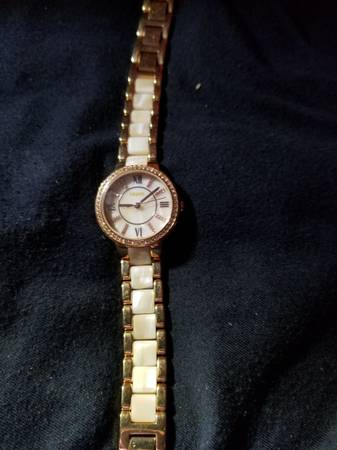 Photo New Mother pearl Fossil watch - $50 (Newton)