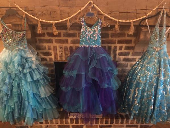 Photo PageantProm And Formal Dresses - $150 (Leakesville,Lucedae, Moss Point)