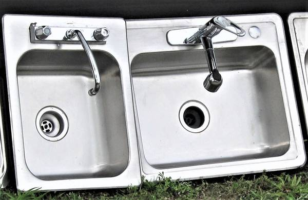 Photo STAINLESS STEEL SINK WITH MOEN FAUCET - (Sink On Right) - $40 (Mobile)