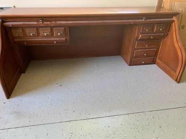 Photo Solid hard wood roll top desk .. yard garage sale - $50 (Meridian)