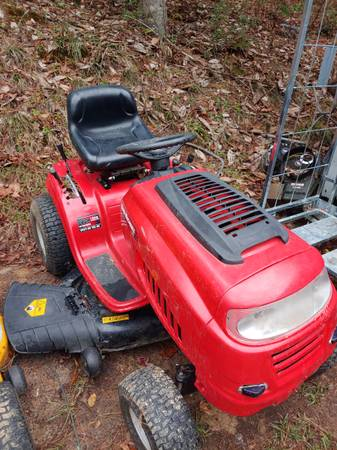 Photo Yard man ridding mower - $850 (Meridian)