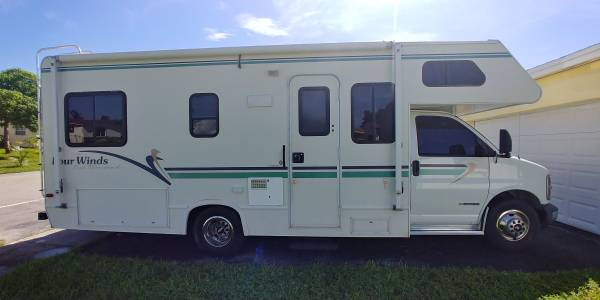 Photo 2000 Chevy Four Winds Class C Rv (only 40k Low miles) - $18,500 (LAUDERDALE LAKES)