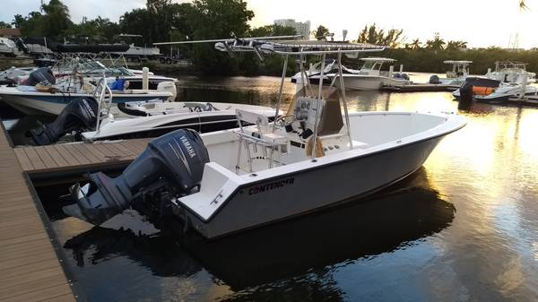 Photo 2000 Contender 21 Center Console with a 2008 Yamaha 200 HPDI 350 hours - $33,000 (Ft Lauderdale)